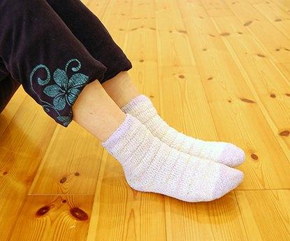 寒いときはクラスで靴下をはいてもいいのでしょうか? ヨギーで冷え症を治すことはできますか?