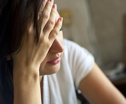 女性に増えている耳鳴りと肩こり。薬に頼らない緩和方法は?